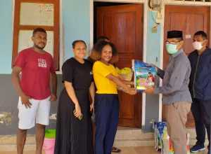 Pengurus Bidikmisi UHO Beri Bantuan Sembako ke Mahasiswa Papua dan Penghuni Asrama Kampus