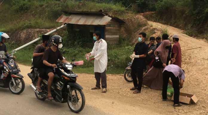 Peduli Sesama, IPPTEK Anggaberi Berbagi Takjil Kepada Masyarakat