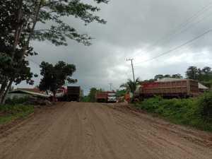 Aktivitas Tambang Tanah Urug Milik Mantan Anggota DPRD Provinsi Resahkan Warga Pengguna Jalan