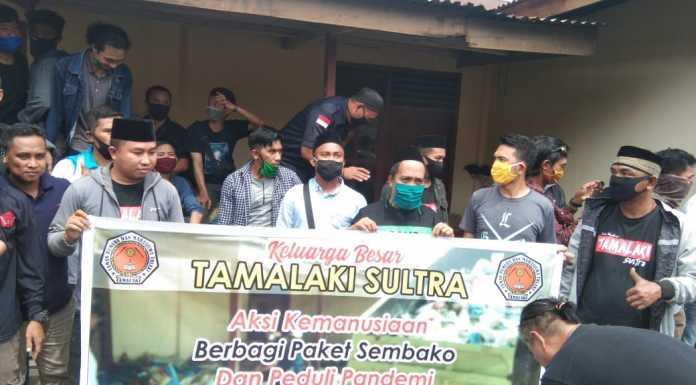 Ringankan Beban Warga, Tamalaki Sultra Bagikan Ratusan Paket Sembako