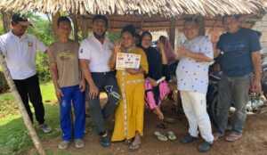 Paslon Ombak saat kampanye Door to door di Masyarakat